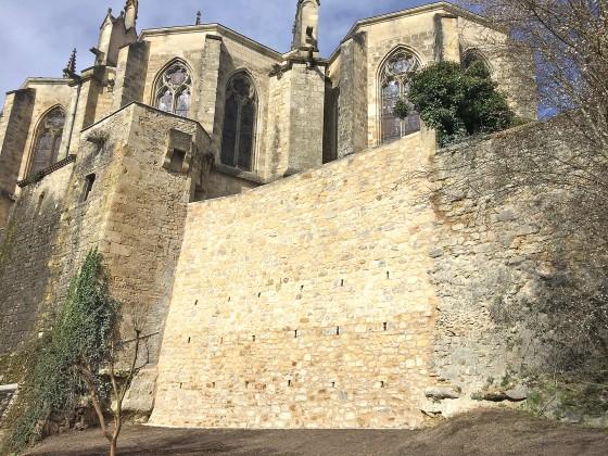 Photo Socle rocheux au pied du chevet de la Cathédrale de Bazas